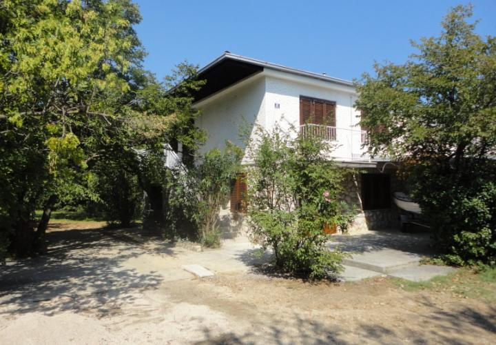 Attached house with large land plot, 350 m from the sea