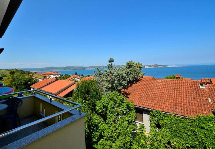 Townhouse with a sea view 300 m from the beach