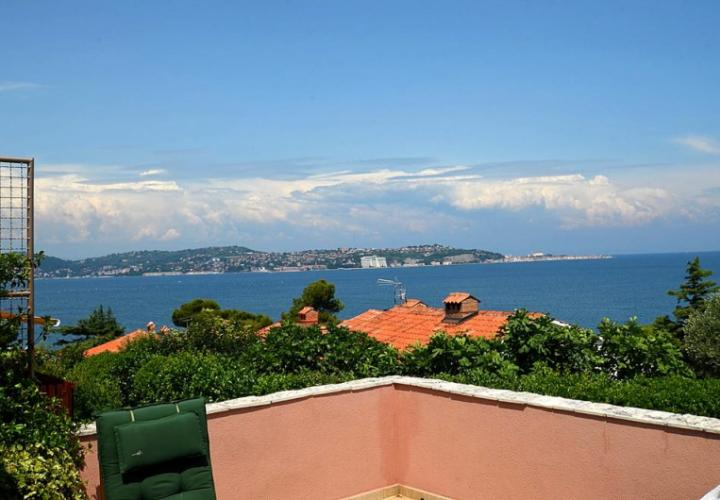 Attached house with a beautiful view of the sea and the Bay of Piran