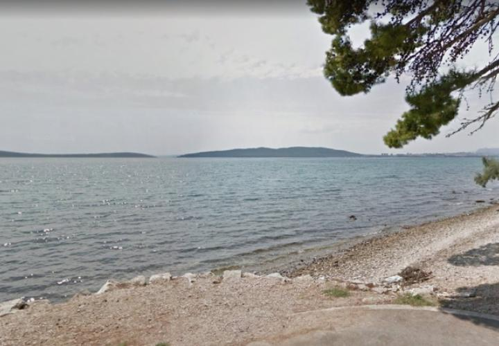 Building land plot 100 meters from the sea in Kastela