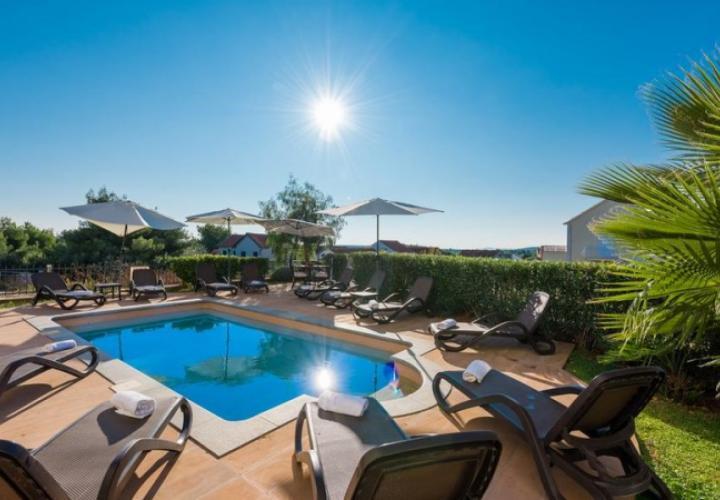 Новые роскошные апартаменты на Браче в бутик-комплексе с бассейном