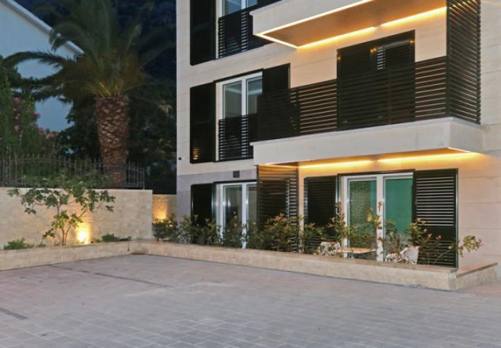 Luxury new boutique-hotel for 8 apartments on Makarska riviera, in famous Baska Voda