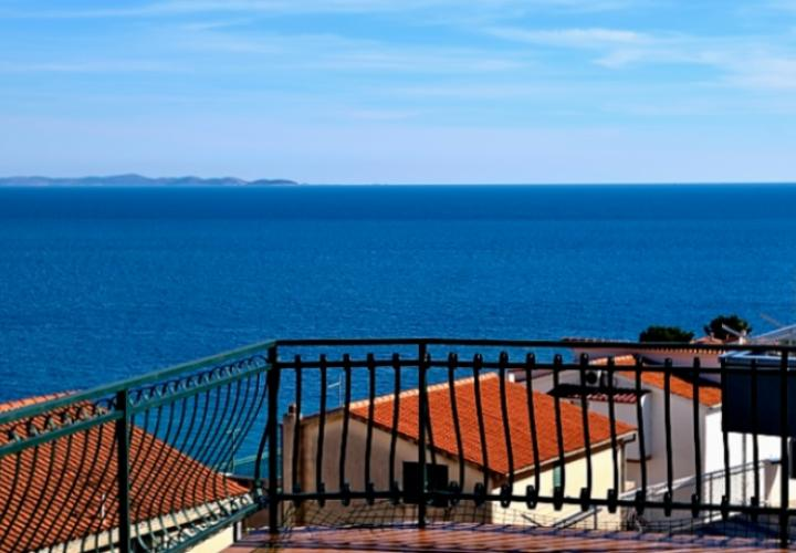 Pansion with 5 apartments, pool, big terrace with panoramic sea viw