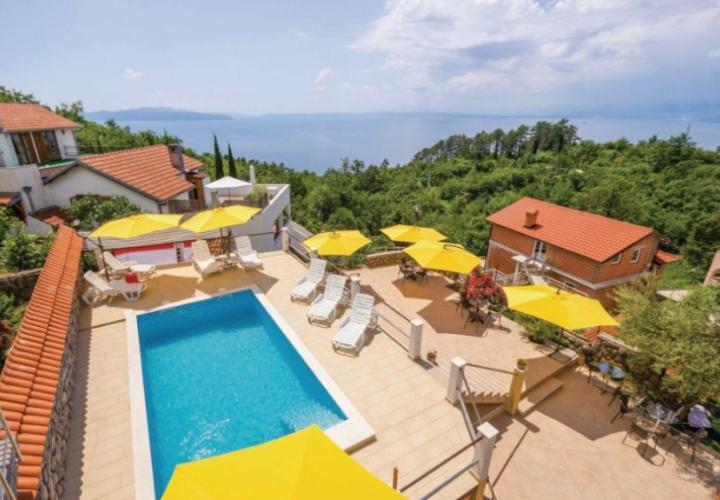 Lovely pansion in Veprinac with swimming pool and fantastic sea view