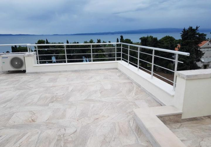 Gorgeous duplex penthouse in Split with roof terrace and fantastic sea views, just 50 meters from the sea