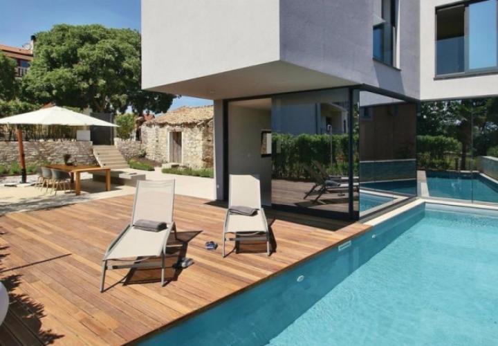 Modern villa in the neighbourhood of Plava Laguna, just 3 km from Porec