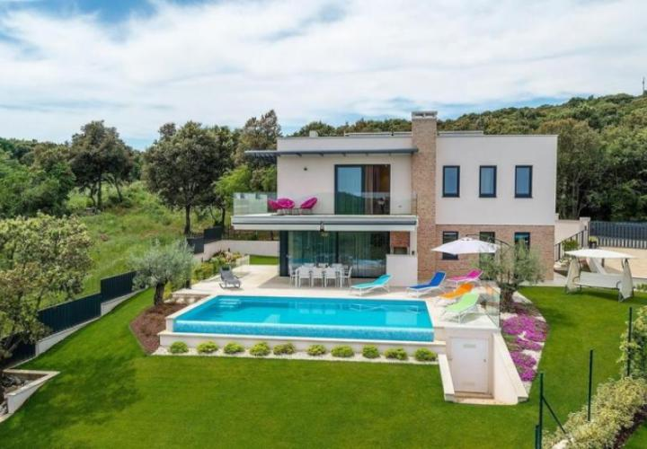 Exclusive new 5***** modern villa with pool within greenery, yet just 500 meters from the sea and centre of Vrsar!