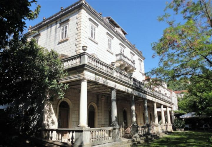 Old luxury palace on Sipan island for sale just 90 meters from the beach