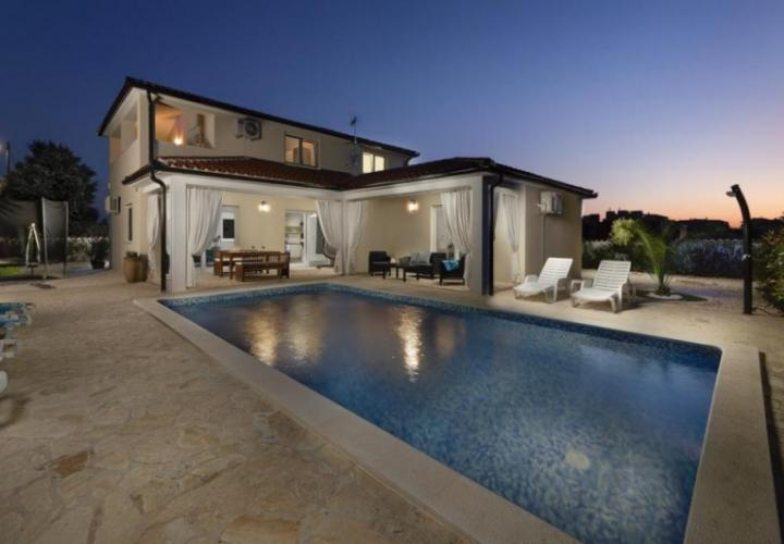 Picturesque new villa in Loborika with swimming pool