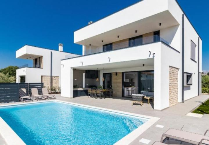 Modern lux villa just 300 meters from the sea in Peroj