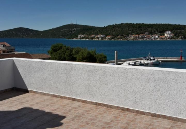 Cheap house in Tisno just 30 meters from the sea with great sea views