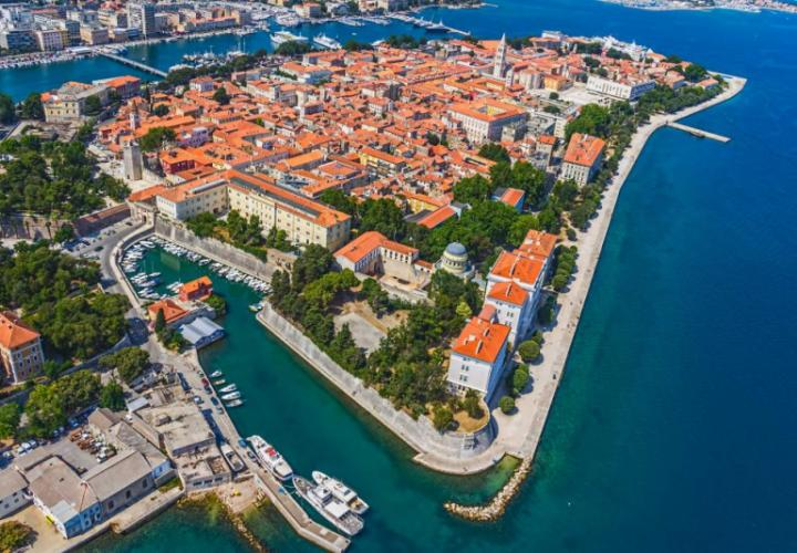Magnificent 3*** star resort of 208 rooms in Zadar area for sale and upgrade