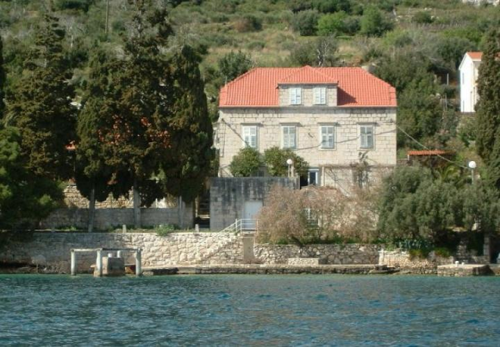 Renaissance-style captain's house on the first line to the sea on Peljesac with private beach and pier in front of the house