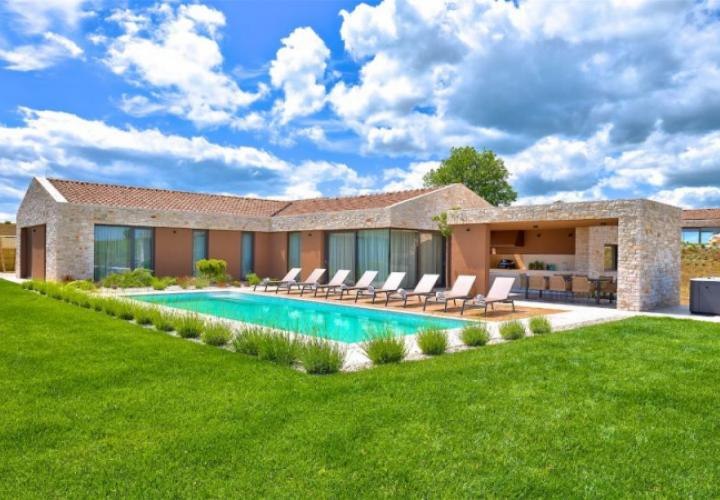 Magnificent new villa in Brtonigla area with distant sea view