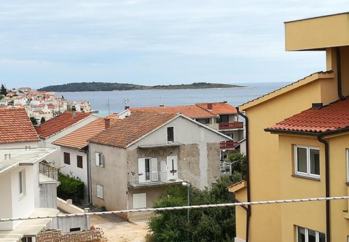 House for sale in Primosten just 150 meters from the sea