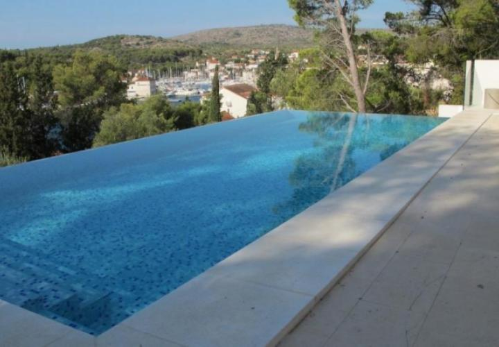 Wonderful villa with pool in romantic Milna just 50 meters from the sea