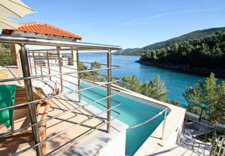 Beautiful newly built waterfront villa with swimming pool and mooring place in a robinson-calm bay on Korcula