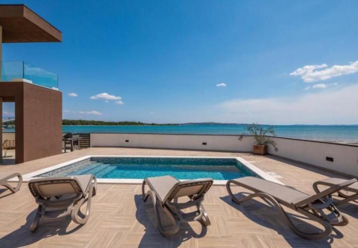 Super-nova! Bright new modern villa on a sandy beach in Zadar area!