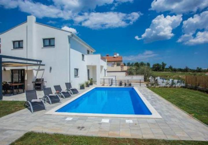 Wonderful villa with pool in Porec outskirts