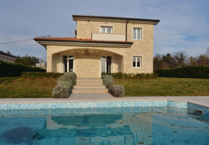 Furnished stone house with pool and sea view!