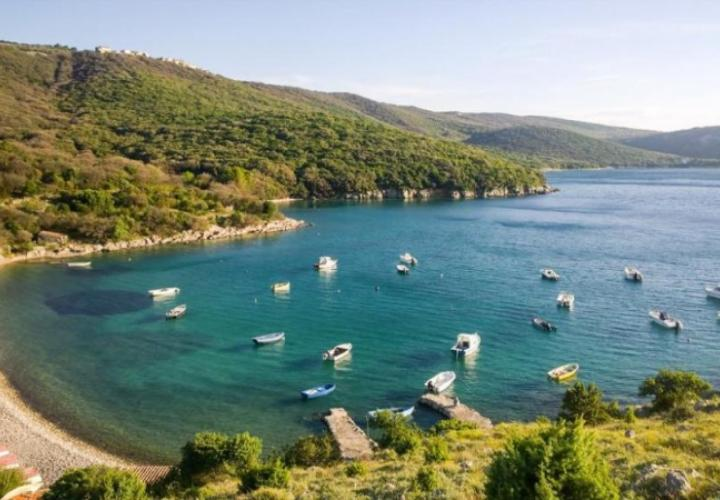Investment property for renovation on Cres, in Ustrine