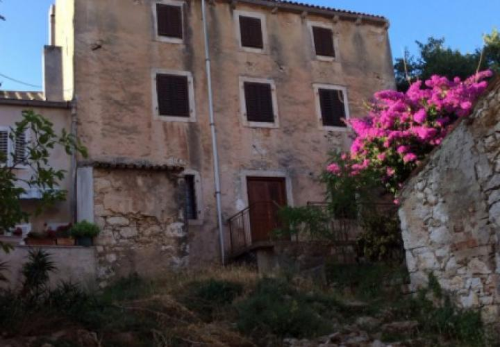 House for adaptation for sale on super-popular Mali Losinj