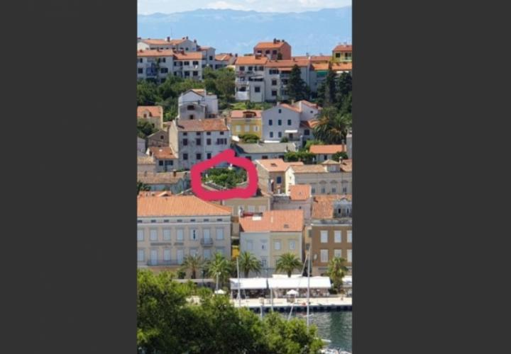 Land plot for sale in the centre of Mali Losinj just 50 meters from the sea