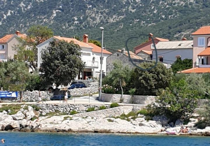 Renovated stone villa in Nerezine just 40 meters from the beach