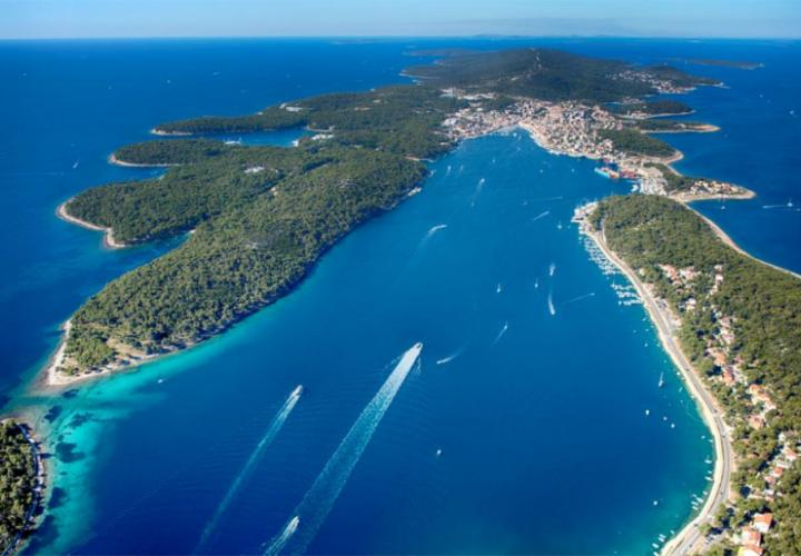 First line land plot for sale on Mali Losinj, with design project of villa