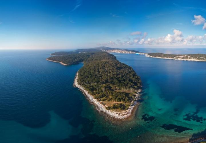 Urbanized land plot for sale near Mali Losinj and sea