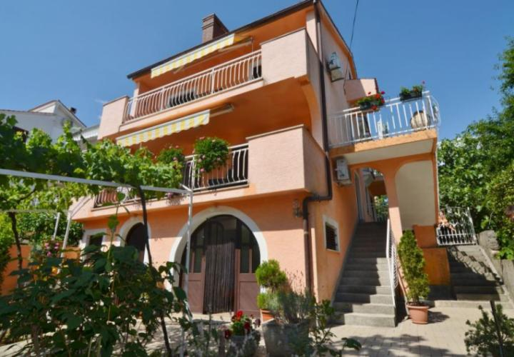Semi-detached house with sea view, 50 m from the beach!