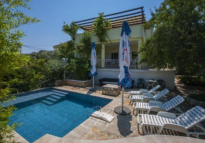 Lovely villa for sale in Sutivan on Brac, with three apartments