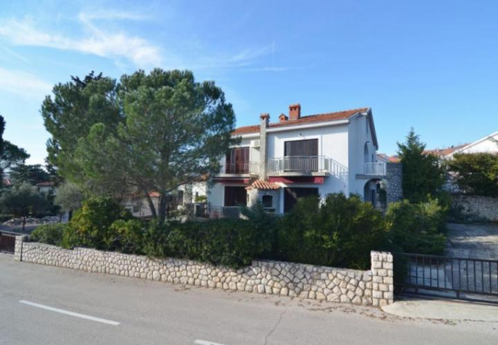 Semi-detached house with garden, in attractive location, 200 m from the beach!