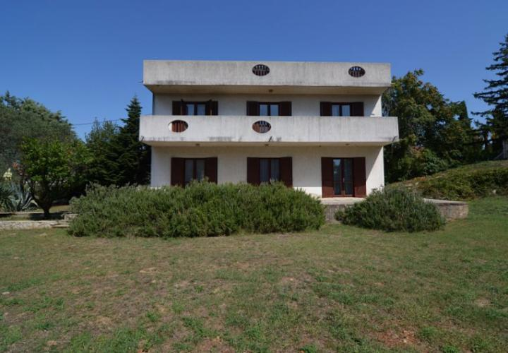 House with spacious garden, 300 m from the sea and center!