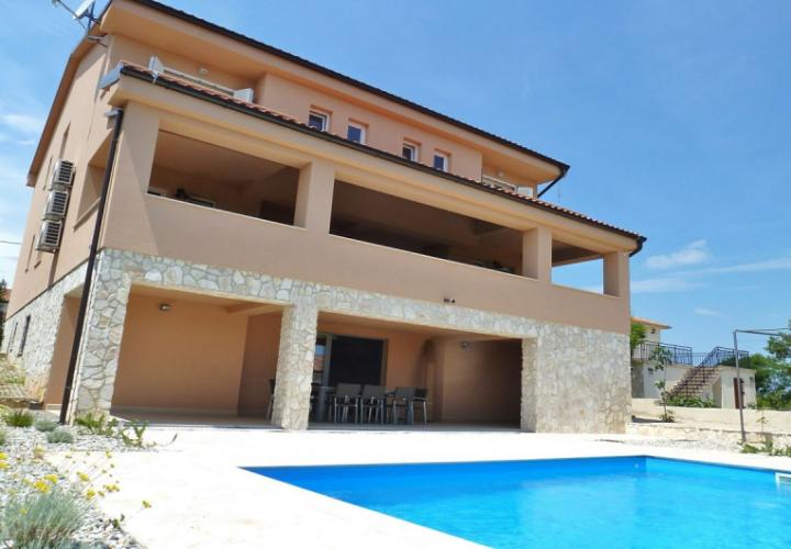Brand new villa with pool and sea view!