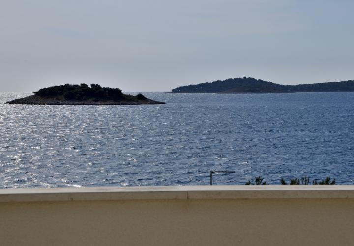 House with nice sea view in just 40 m from the beach!