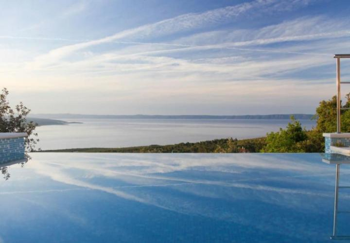 Beautiful authentic renovated villa with swimming pool and breathtaking sea views