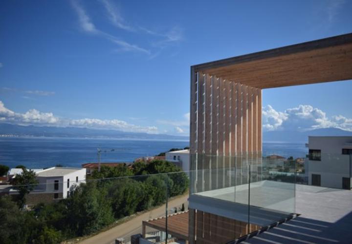 Four super-luxury apartments on Krk in Malinska, just 50 meters from the sea