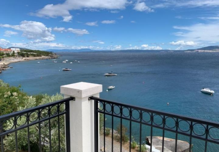 Two seafront villas for sale in Smokvica, low price - sea is right by your balcony!