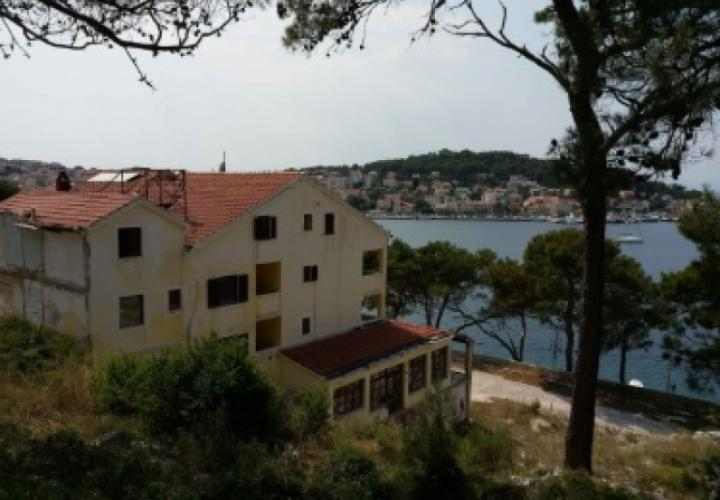 Exceptional investment project of waterfront location on prestigious M.Losinj