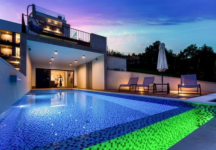 Великолепная вилла в Ичичи с пейзажным бассейном