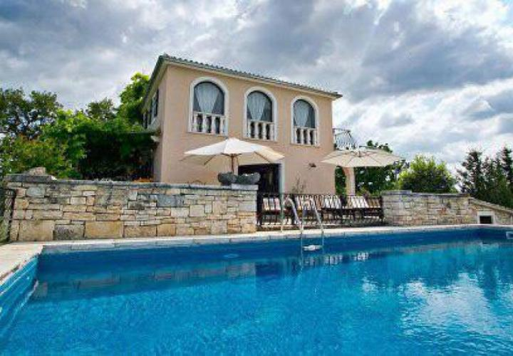 Huge estate in Istria in Porec area with1 hectare of land, private olive grove and vineyard