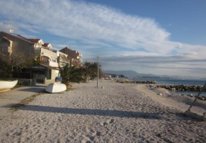 First line land plot in Podstrana, the most wanted suburb of Split