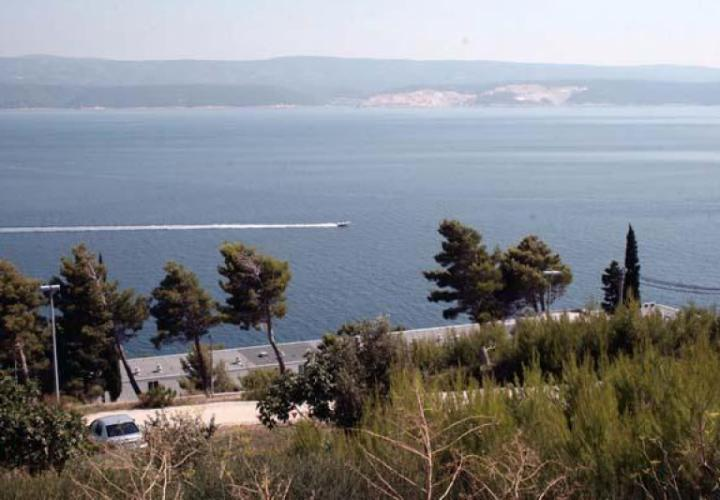 Apart-house with 8 apartments on Omis riviera for sale, just 200 meters from the sea