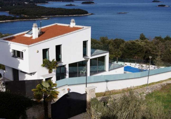 Impessive new modern villa in Vrsar with panoramic view over 15 jewel islands