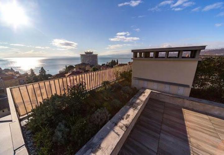 Необыкновенная квартира на верхнем этаже с террасой на крыше в Опатии