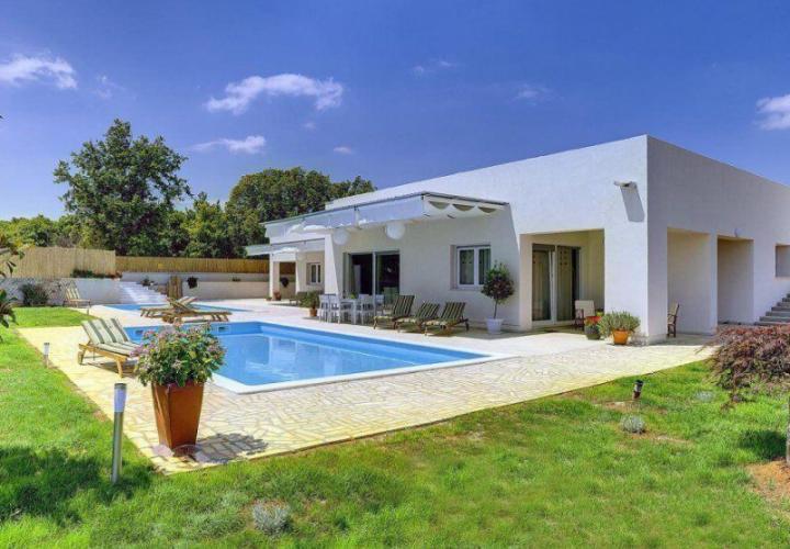Вилла современного дизайна с бассейном 300м2, Ровинь