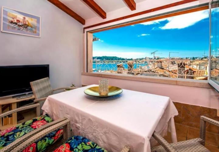 Двухуровневая квартира с прекрасным видом на море в Старом Ровине