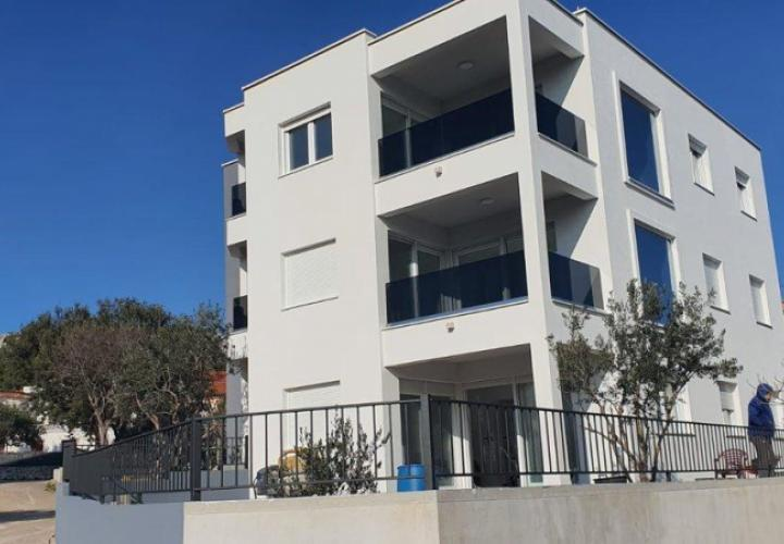 New ground floor apartment in Zaboric 70 meters from the sea