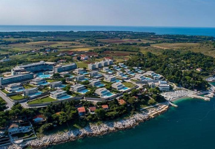 Exceptional offer of modern villas in beachfront 5***** star resort in Umag area